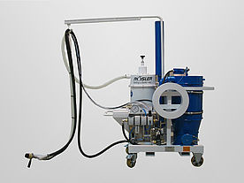 Side view of the purely pneumatically operated mobile blasting system VACJET ACP with blasting hose and hose holder