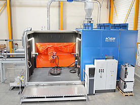 View from front of the blasting machine with L-doors ALS 4400 R GH1 P with open doors and easily visible blasting robot